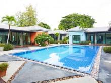 วิลลานาวิน รีสอร์ท พัทยา (Villa Pool)